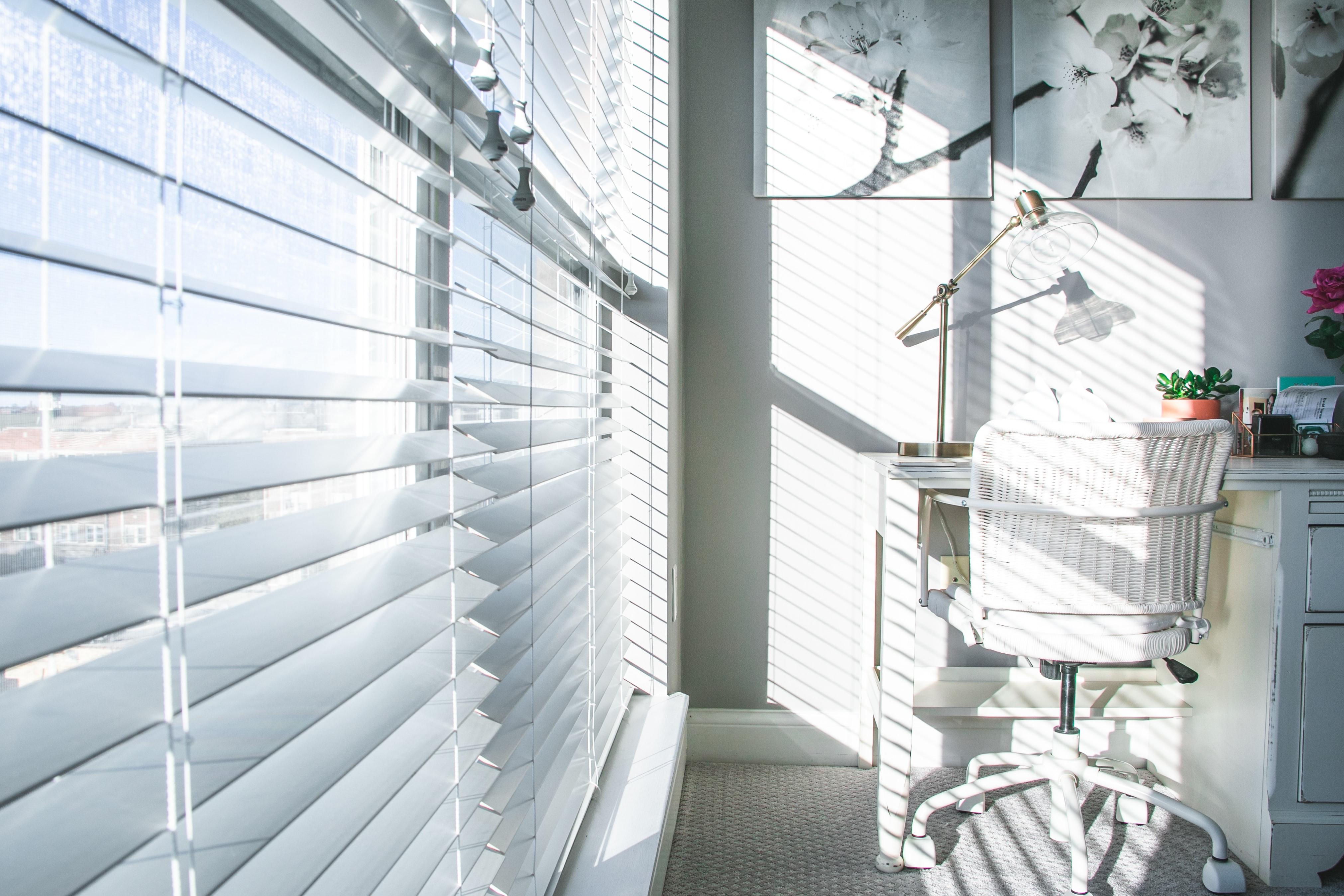 Hitte in huis bestrijden met zonwering of een airco?